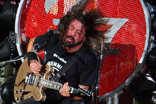 """Axl Rose so appreciated Dave Grohl lending him a """"guitar throne"""" to make it through his 2016 tour that Rose gifted Grohl a special item."""