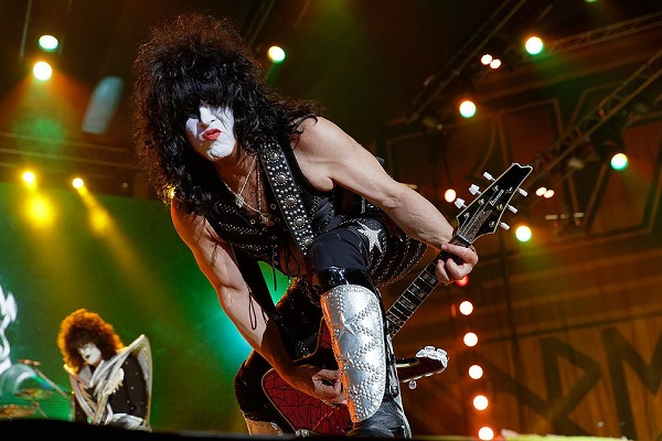 Kiss are closing out 2020 with a massive virtual concert streaming live fromDubai, United Arab Emirates.