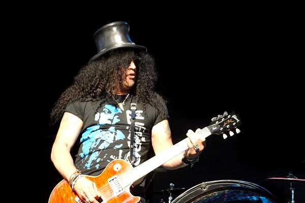 Photo of Slash performing live at DTE Energy Music Theatre in Detroit, Michigan.